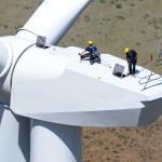 Servicearbeiten auf der Gondel einer Windenergieanlage © REpower Systems AG